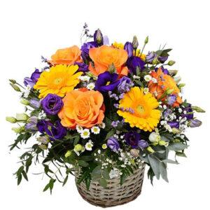 composizione in cesto fiori misti stile provenzale