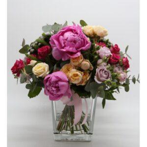 Bouquet di fiori misto rose inglesi e peonie