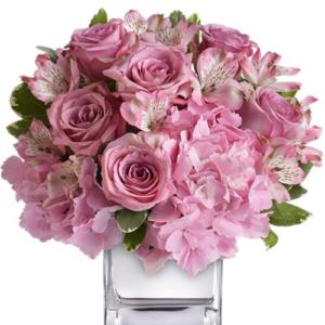 composizione fiori misti sulle tonalità del rosa