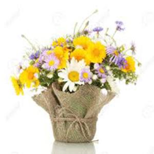 composizione con fiori misti in sacco di juta