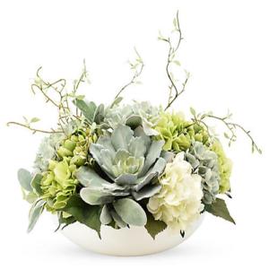 composizione con fiori misti colori pastello